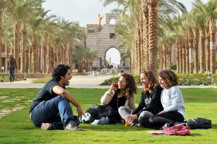 عشرون منحة دراسية مصرية لنيل الماجستير أو الدكتوراه 2021/2020