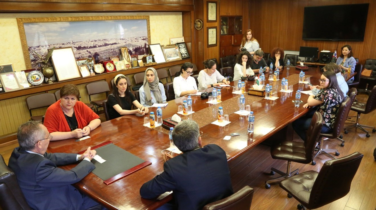 وفد من جامعة قبرص اليونانية يزور جامعة النجاح الوطنية ويقدّم ورشة عمل لطلبة الإعلام